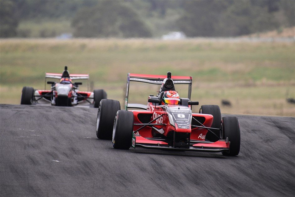 Armstrong dominant in Motor Cup
