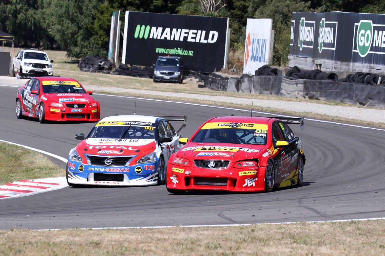 Smith wins thrilling V8 battle at GP